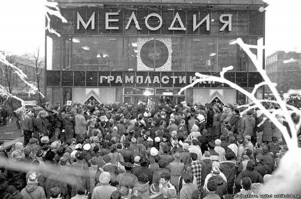 11 мая 1964 года в Москве на КАЛИНИНСКОМ открылся магазин дисков МЕЛОДИЯ!