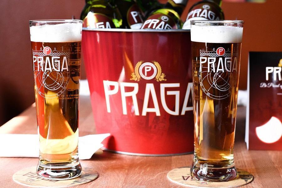 ДЕЛОВЫЕ ЛЮДИ рекомендуют — пиво PRAGA светлое и тёмное!