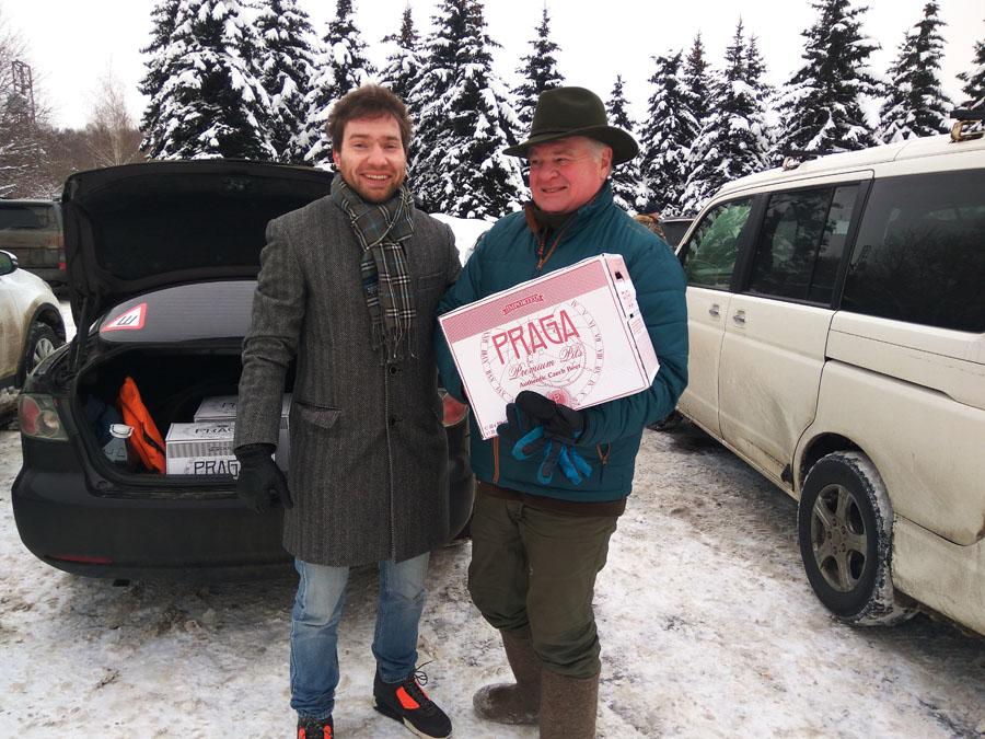 победитель соревнований клуба ОХОТА С КУЗЕНКОВЫМ получил ящик пива PRAGA и не только