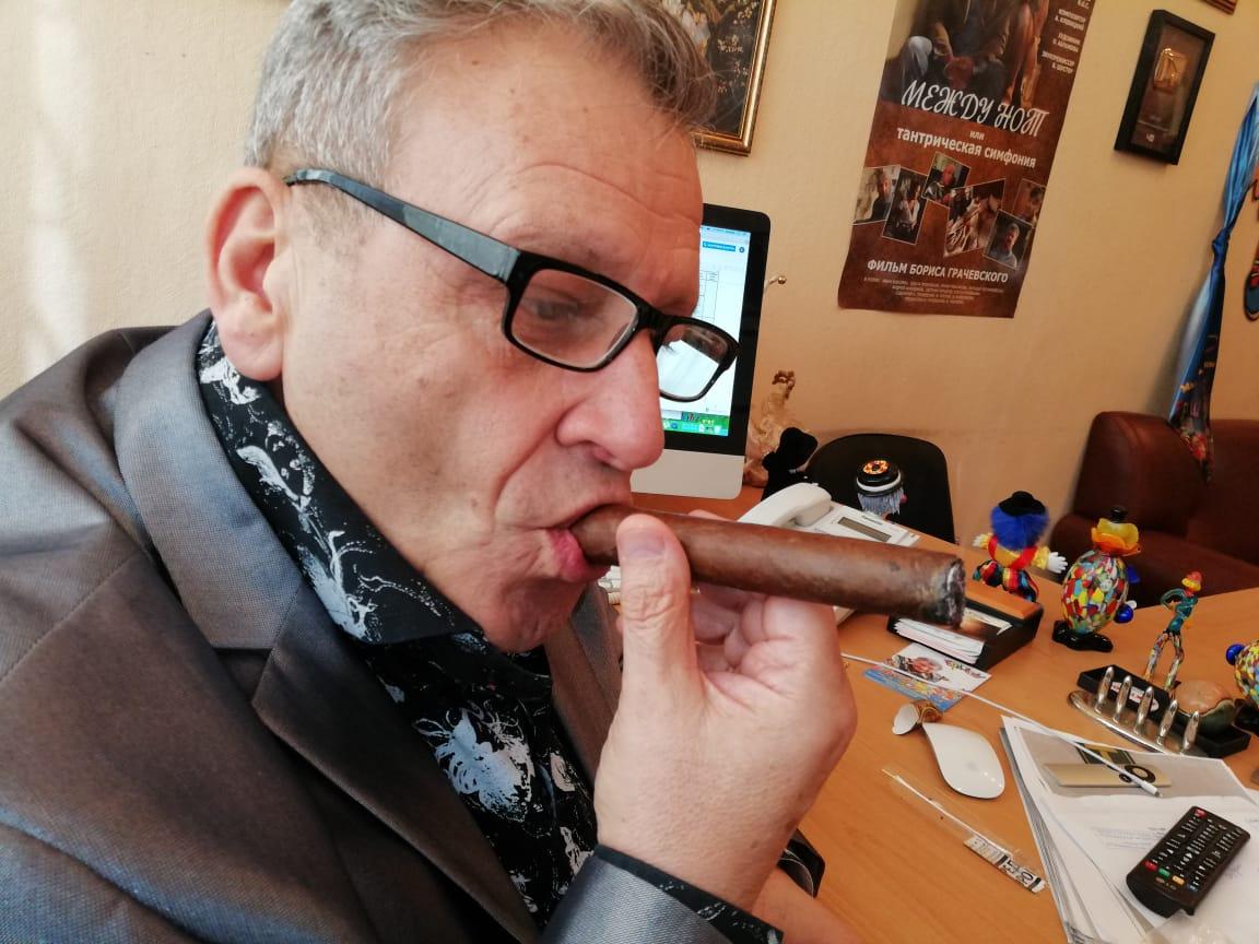 Борис Грачевский курит SIGLO DE ORO! На здоровье!