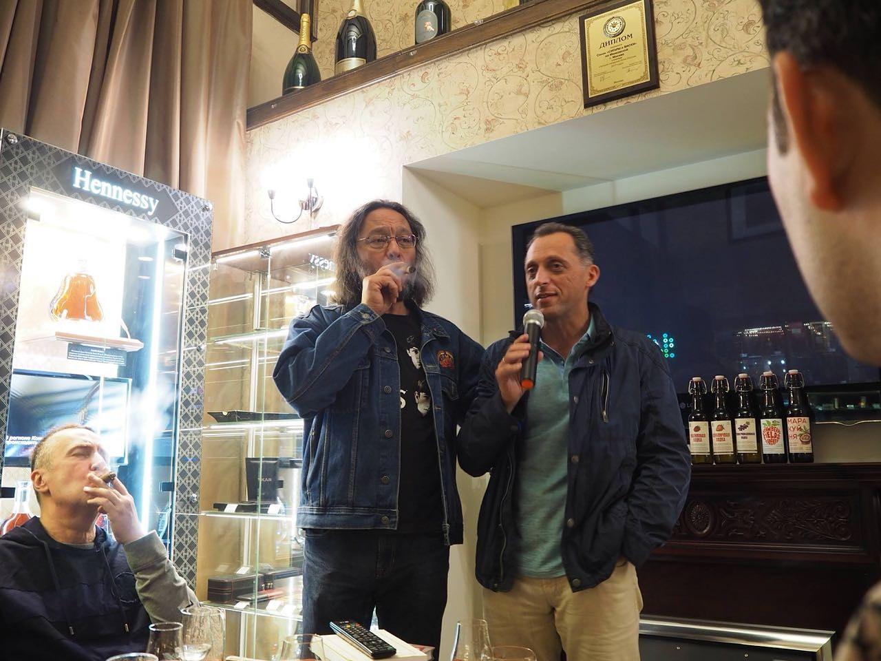 безусловно главный эксперт в России по крепкому алкоголю Эркин Тузмухамедов  в гостях в салоне СИГАРЫ И ВИСКИ