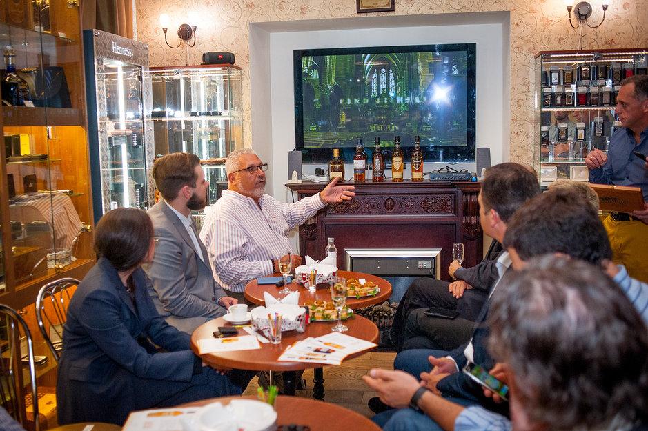 Вице-президент компании ALEC BRANDLY George Sosa в гостях в салоне салоне СИГАРЫ И ВИСКИ