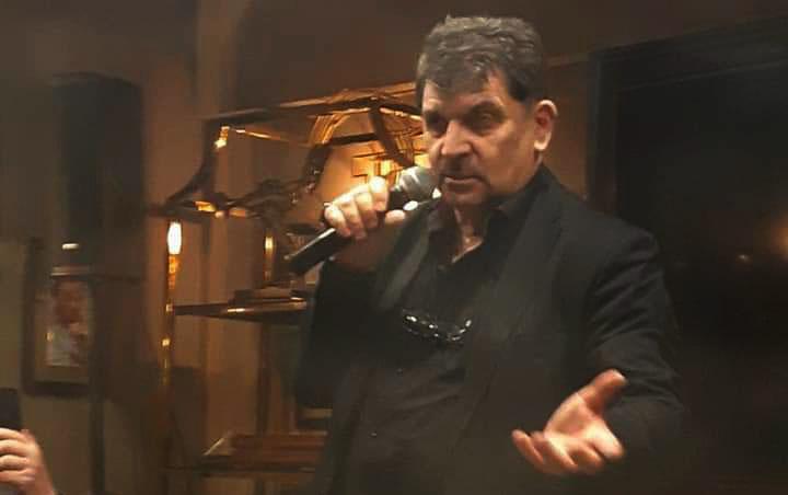 поэт Владимир Вишневский закурил и начал читать стихи в Тифлисском Дворике