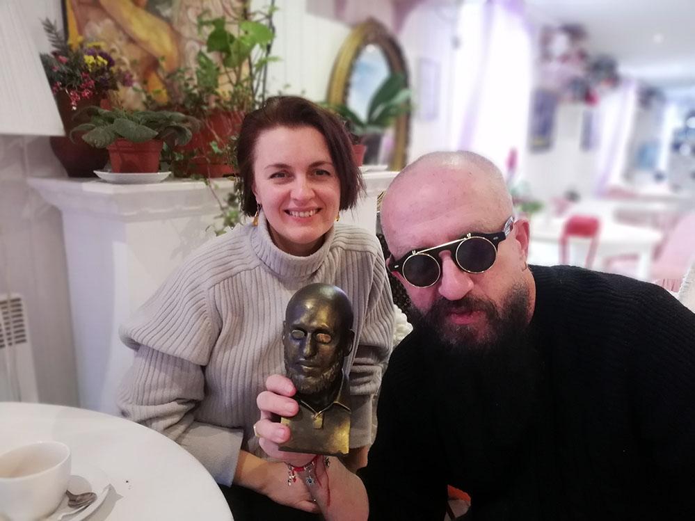 скульптор Екатерина Коваль сделала памятник президенту клуба ОЧЕНЬ ДЕЛОВЫЕ ЛЮДИ