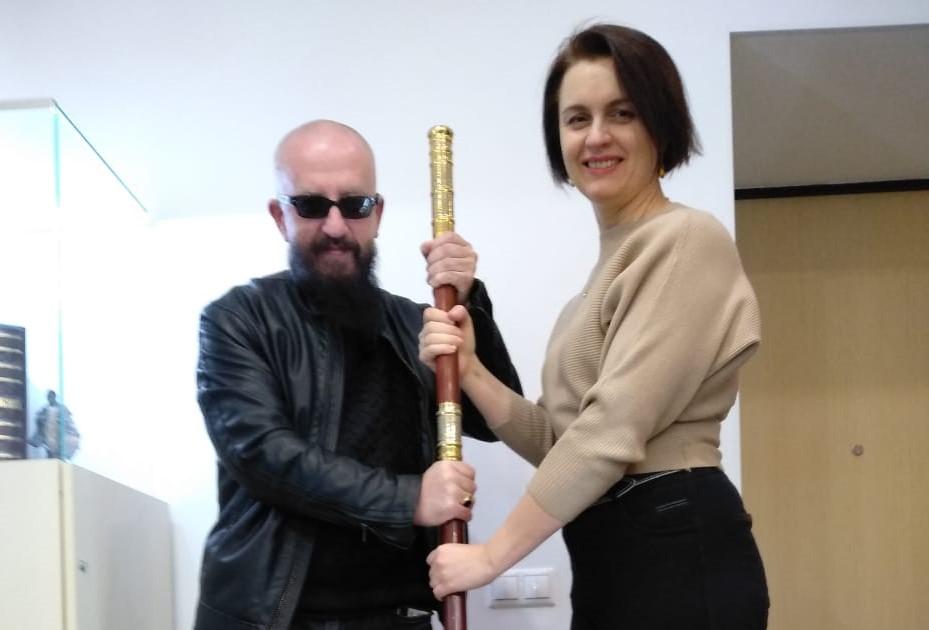 лопата была не простая, а золотая … Потрясающее место в Москве — офис нашего друга Игоря Лобортас