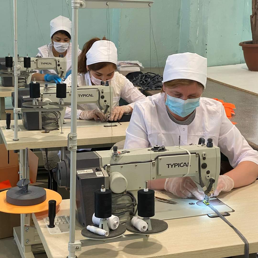 Производство масок в текстильном объединение «Монолит» — Стерильно и безопасно.