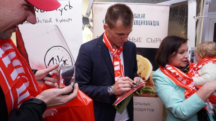 Только ЛУЧШЕЕ ВИНО лучшему российскому футбольному клубу!. ЛОЗОВА РУСЬ поддержала акцию СПАРТАКА.