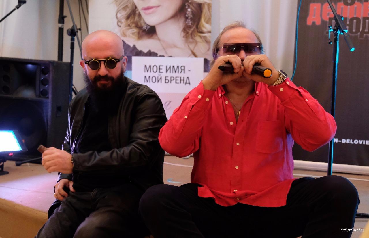 Его песни вызывают у людей шок! Но тем не менее он очень востребован и популярен! продюсер, певец, бизнесмен, ведущий Константин Щербинин в проекте ГЕРОИ 90Х!