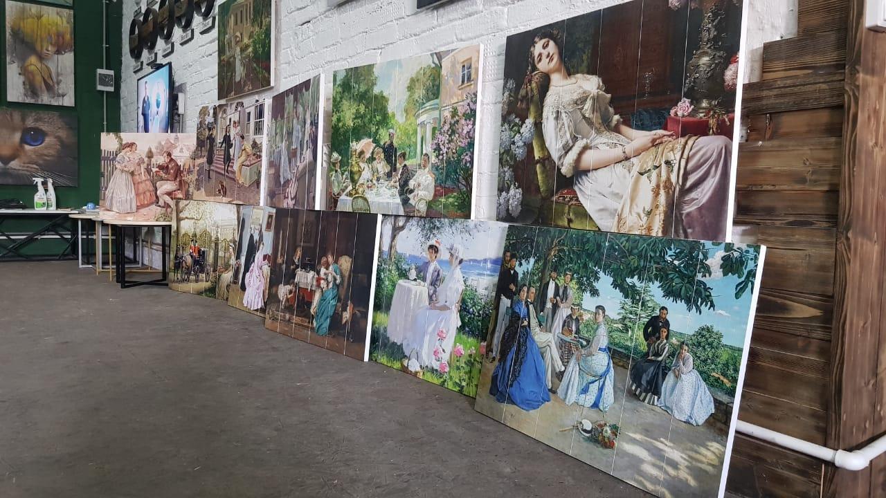 компания WOOD STYLE приготовила новую экспозицию картин для парк-отеля ОРЛОВСКИЙ